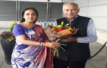 Shri. M.J. Akbar received by the Ambassador at Arlanda Airport, Stockholm